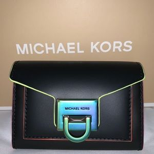 Manhattan black leather wallet—Iridescent hardware